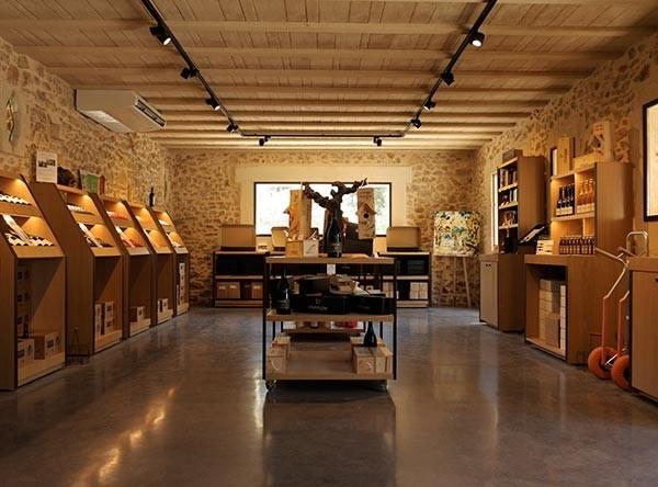 Photo - Caveau - vins biologique - vente - dégustation vin Montpellier - Domaine Saint Jean de l'Arbousier